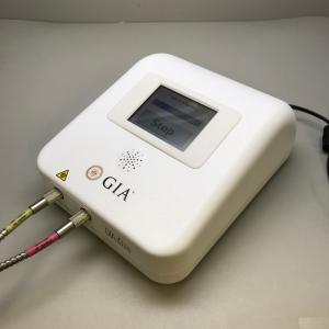 GIA iD100TMは天然ダイアモンドを合成ダイアモンド(高温高圧合成およびCVD合成)やダイアモンド類似石から区別するためにGIAが開発した検査機器です